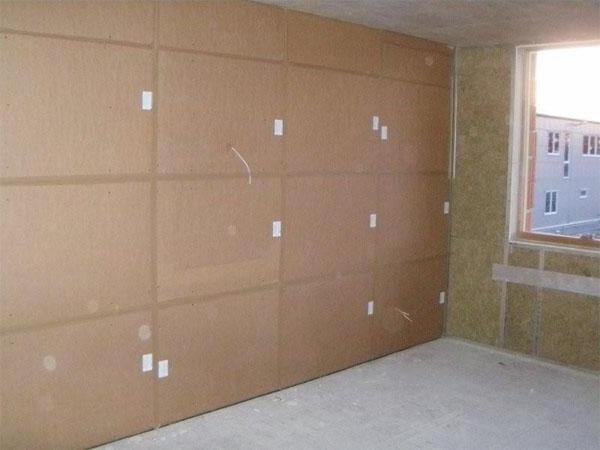 Фонстар звукоизолирующие панели крепятся к стене капроновыми гвоздями, стыки между панелями герметизируются и заклеиваются лентой