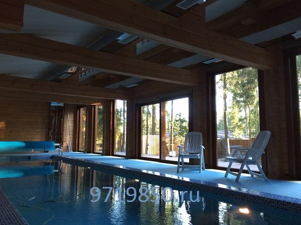Вентиляция в деревянном бассейне красивые воздуховоды из нержавеющей полированной стали фото